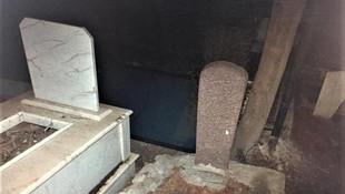 Çaldıkları eşyaları mezarlığa saklıyorlarmış