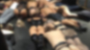 Sapkın seks partisine polis baskını