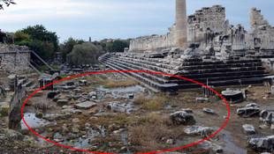 Tarihi tapınakta sebebi bilinmeyen sızıntı şoku