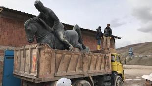 Saray Bahçesi için Atatürk heykelini kaldırdılar