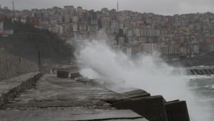 Zonguldak'da fırtına: Dalgalar 7 metreyi aştı