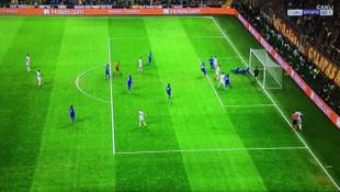 Galatasaray taraftarını çıldırtan penaltı pozisyonu!
