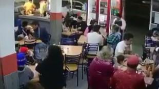 Restoranda şoke eden olay ! Müşterileri soyup soğana çevirdiler