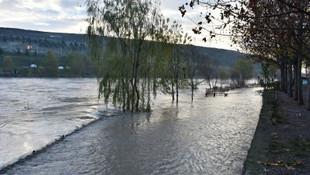 Dicle Barajı açıldı sokakları su bastı