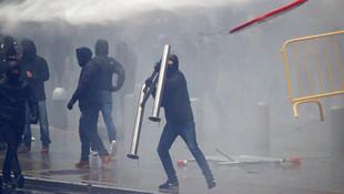 Brüksel karıştı ! Göstericilere polis müdahalesi