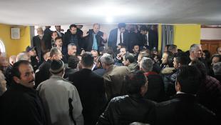 AK Partili Fikri Işık, müteahhiti dışarı attırdı