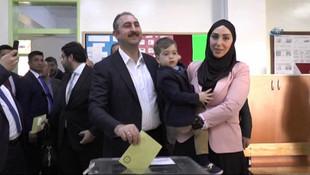 Bakan Gül'ün eşine torpil iddiası