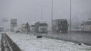 İstanbullular iş çıkışına dikkat ! Kar yağışı başladı