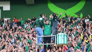 Bursaspor kaptanı Ertuğrul Ersoy takımına tribünden destek verdi