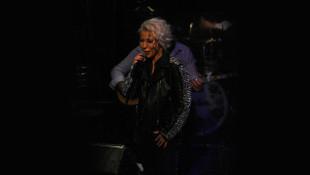 İntizar, sahneden Mustafa Ceceli'yi utandırdı