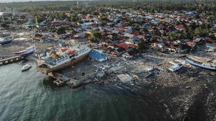 Endonezya'da tsunami felaketi: 168 ölü, 584 yaralı