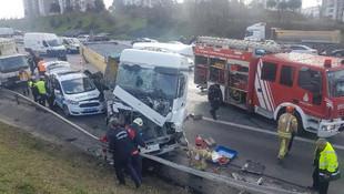 TEM'de dehşet ! Hafriyat kamyonu polis aracını biçti