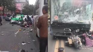 Otobüsü kaçırıp kalabalığın arasında daldı: 5 ölü