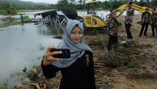 500 kişinin öldüğü yerde selfie yaptılar