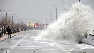 İstanbul'da fırtına ! Bazı seferler iptal edildi