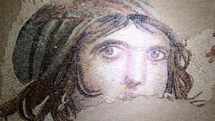Evine dönen 'Çingene Kızı' mozaiği ziyarete açıldı