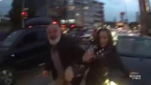 Karı-koca bir olup motosikletliye saldırdı