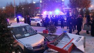 Otomobil kafeye girdi: Ölü ve yaralılar var !
