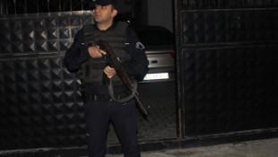 Adana'da çekilen filmin oyuncularına şafak operasyonu