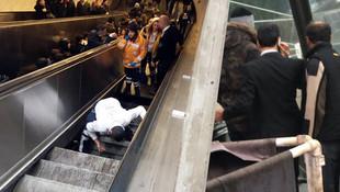 Metroda yürüyen merdiven çöktü !