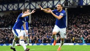 Cenk Tosun attı, Everton kazandı !