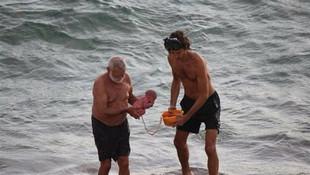 İnanılır gibi değil, bebeğini denizde doğurdu !