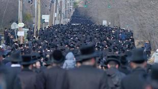 New York'ta hahamın cenazesine on binler katıldı