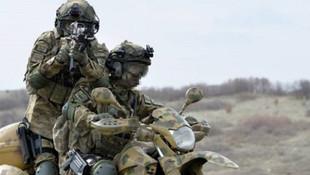 Afrin'deki mehmetçik motorlarla terörist avında