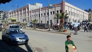 Afrin halkı PYD'nin gıda deposunu bastı