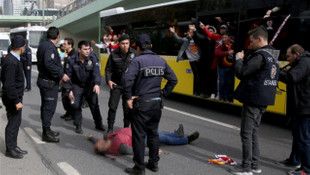 Galatasaraylı taraftar otobüsten düştü !