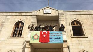 Afrin'de Türk bayrağı dikildi !