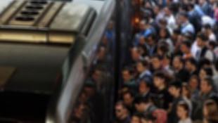 Metrobüste taciz skandalı !