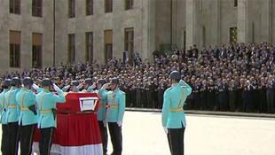 Hasan Celal Güzel'e Meclis'te tören