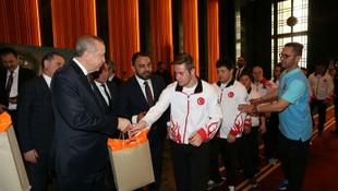 Down sendromlu sporcular Erdoğan'a konuk oldu