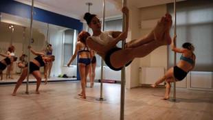 Türk kadını için ilginç yorum: Özgürlüğü direk dansında buldular