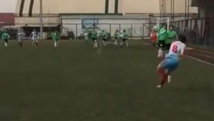 Bayan futbolcudan Roberto Carlos golü !
