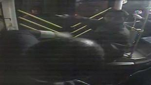 İstanbul'a otobüste dehşet ! Tornavidalı saldırı kamerada