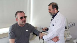 Sergen Yalçın gözlükleriyle sağlık kontrolüne girdi !