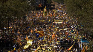 300 bin kişi sokaklara döküldü