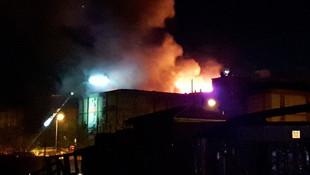 Sanayi sitesinde iş yeri alev alev yandı !