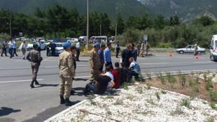 Askerleri taşıyan midibüs kaza yaptı ! Yaralılar var