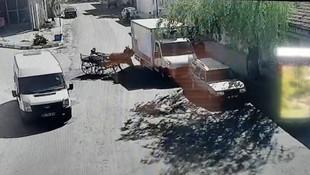 At arabası park halindeki kamyonete çarptı