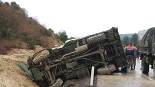 Askeri araç devrildi: 3 askerimiz yaralandı