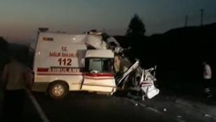 Ambulansla tır çarpıştı: 1 ölü, 2 yaralı