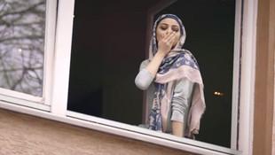 İsmail YK'nın başörtülü genç kızla rol aldığı klip rekora koşuyor