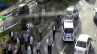 İstanbul trafiğinde beyzbol sopalı, levyeli kavga