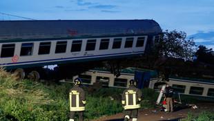 Tren kamyonla çarpıştı ! Korkunç görüntüler