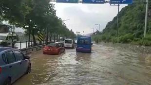 İstanbul yolunu su bastı