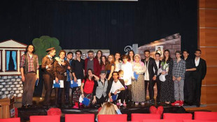 Avrupa Sınav Koleji öğrencileri down sendromlu dostları için sahne aldı