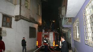 2 katlı ev yandı, 5 kişi gözaltında !